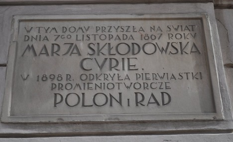 Plaque at Curie birthplace, ulica Freta, Warsaw - by brendareed